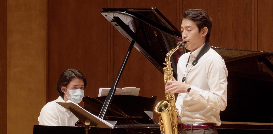 Alan Huang '21 playing saxophone