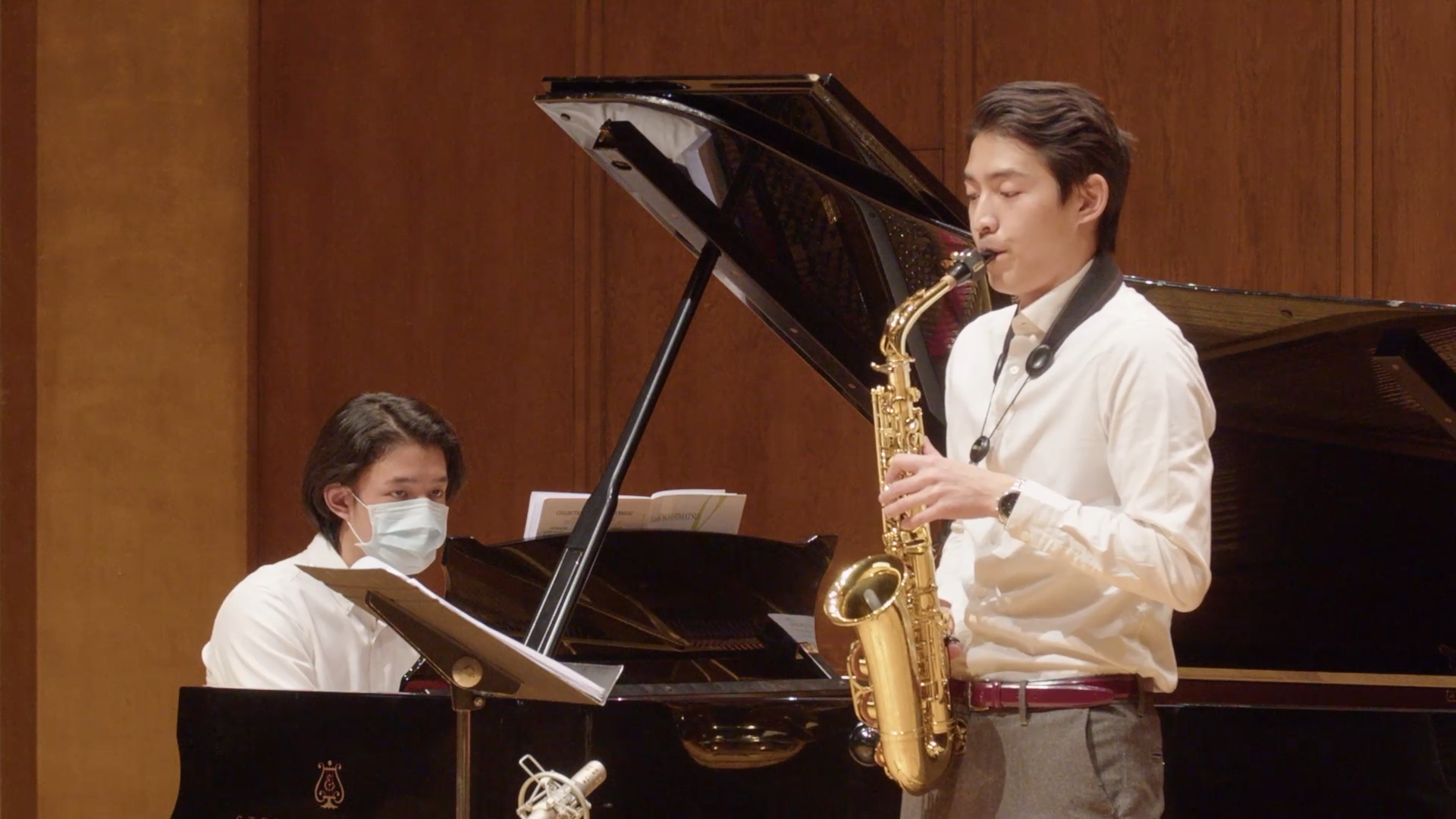 Alan Huang playing saxophone